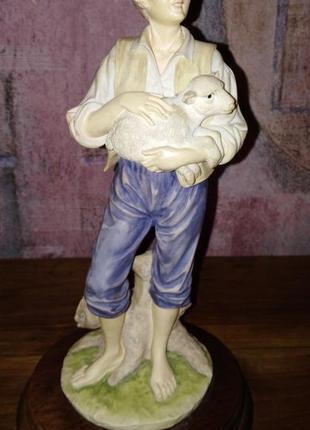 Статуэтка leonardo collection. мальчик с ягненком.1988г