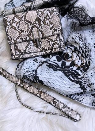 Новая сумка клатч со змеиным принтом