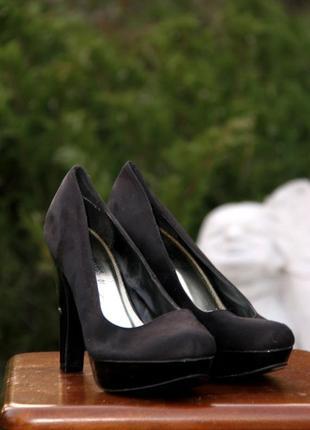 Замшевые туфли на высоком устойчивом каблуке your jut look