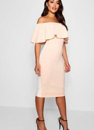 Boohoo. товар из англии. платье в пудровом оттенке с волшебными воланами.