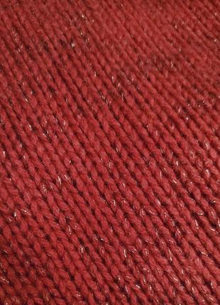 Красный свитер с золотой нитью7 фото