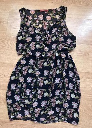 Легке літнє квіткове плаття