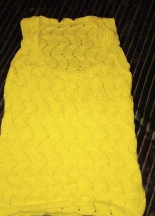 Ярко-желтая жилетка