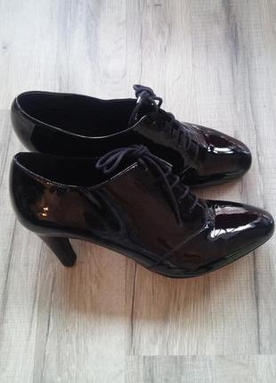 Туфли ботильоны лаковые