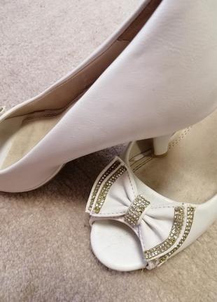 Босаножки туфлі
