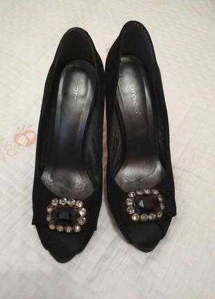 Чёрные замшевые туфли  с открытым носком