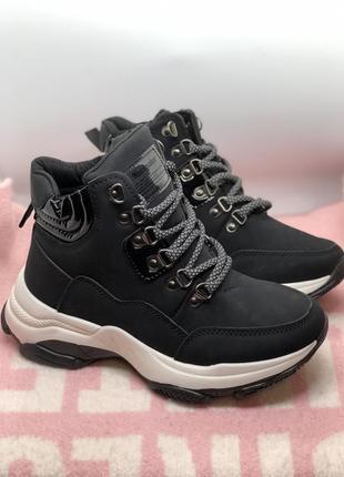 Женские утеплённые чёрные кроссовки , ботинки на байке