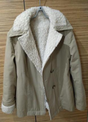 Утепленная куртка с искуственным мехом
