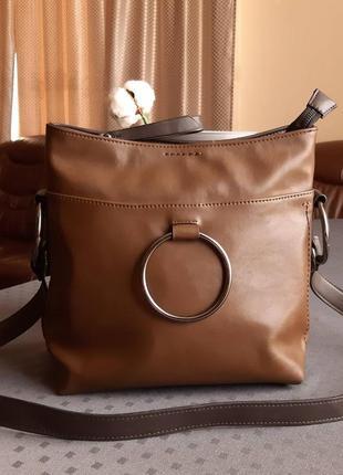Красивая коричневая сумка на длинном ремешке фирмы next  в  новом состоянии