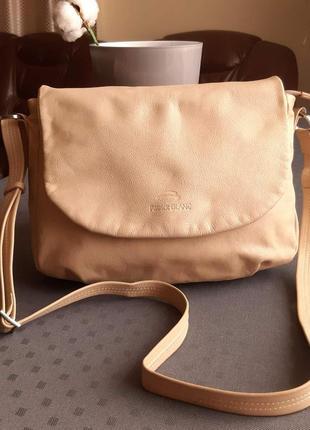 Кожаная красивая бежевая сумка кроссбоди фирмы patrick blanc