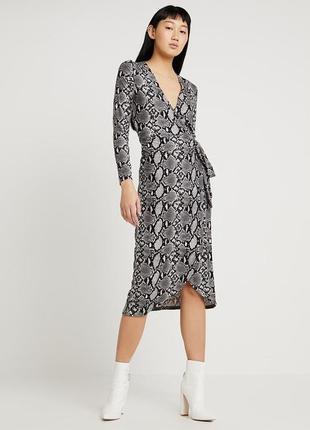 Актуальна тепленька сукня на запах від new look