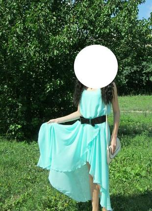 Платье мятное с длинным шлейфом
