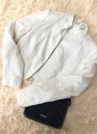 Красивый белый пиджак натали болгар