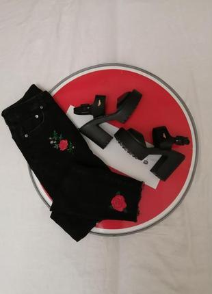 Трендовые чёрные масивные кожаные босоножки туфли