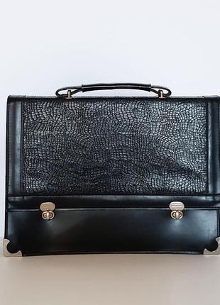 Стильная черная сумка