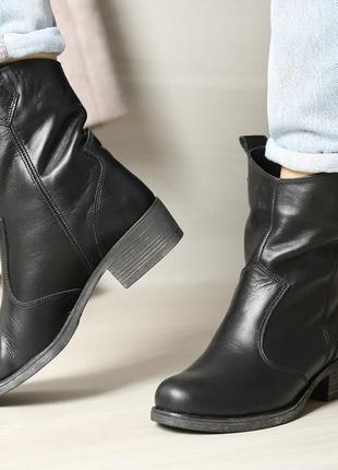 Модные кожаные  ботинки казаки, с широким голенищем, ботинки кожа
