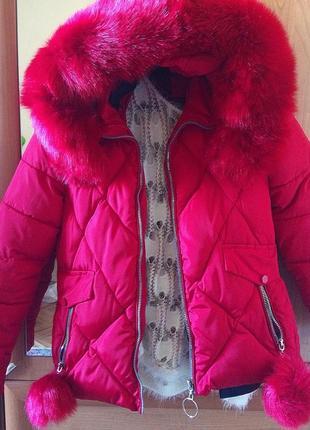 Теплая курточка, мех искусственный, но очень пышный и мягкий, снимается. размер 42-44