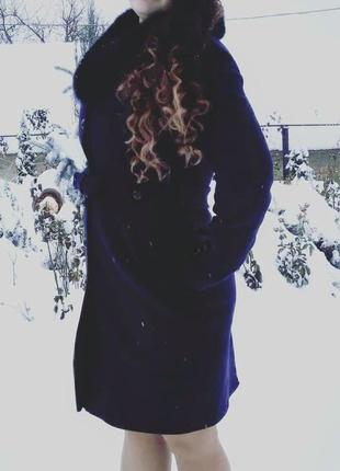 Темно сине кашемірове пальто з хутром