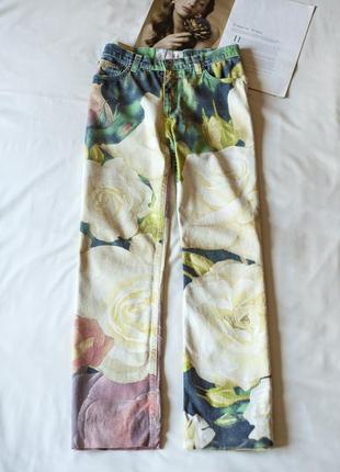 Красивенные джинсы с принтом розы roberto cavalli, размер l