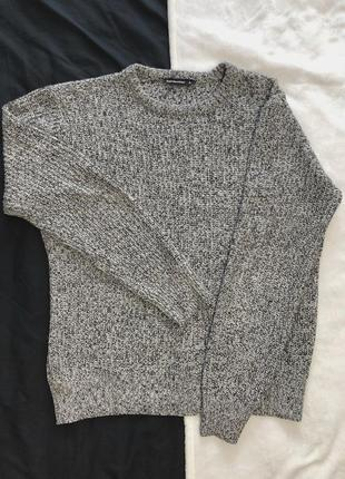 Теплый серый свитер