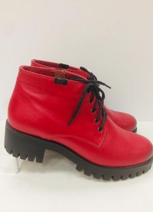 Супер красные ботинки