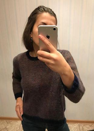 Легкий шерстяной свитер укороченный