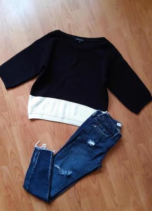 Крутые джинсы и фактурный свитшот