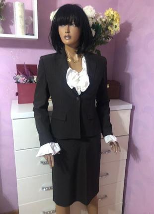 Деловой изысканный костюм для бизнес леди