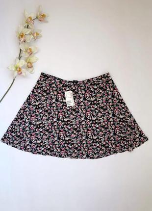 Новая с биркой чёрная юбка в цветочный принт на пуговицах h&m