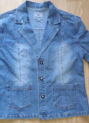 Джинсовый пиджак и джинсы
