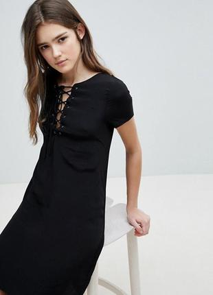 Шикарное черное  платье а-силуэта со шнуровкой