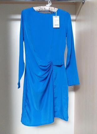 Платье с длинным рукавом и драпировкой