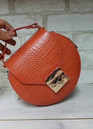 Круглая питоновая сумка