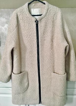 Брендовое шерстяное пальто букле over size кокон пудрового цвета