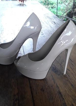 Нюдовые туфли лодочки на платформе  aldo