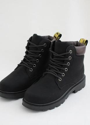 Женские черные зимние ботинки (сапоги, полусапоги) на шнуровках