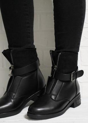 Стильные женские черные зимние ботинки (полусапоги)