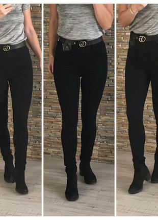 Чорні джинси з високою посадкою