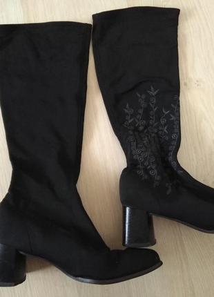 Высокие сапоги чулки с вышивкой квадратный носок