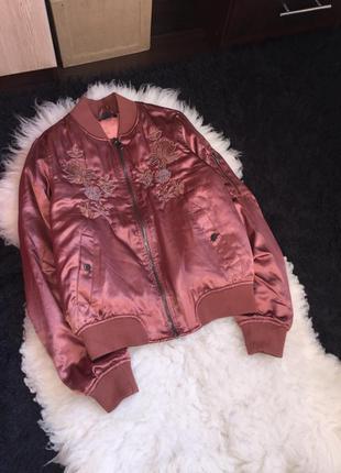 Атлас бомбер куртка атласная вышивка манжеты утеплена