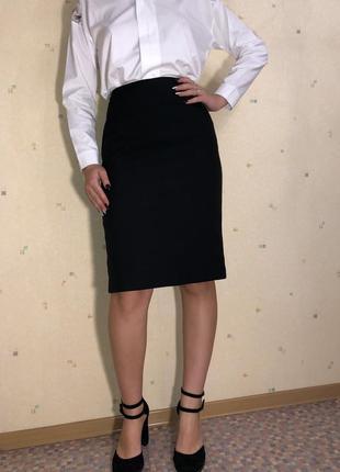Черная базовая юбка-карандаш на высокой от basics