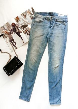 Голубые джинсы sisley