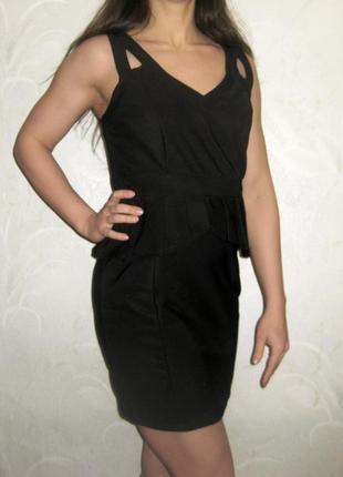 Платье amisu чёрное с баской облегающее обтягивающее