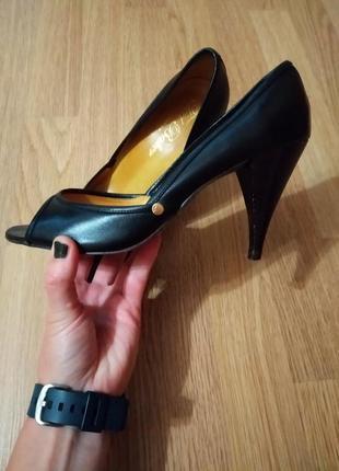 Оригинальные английские кожаные туфли с открытым носком