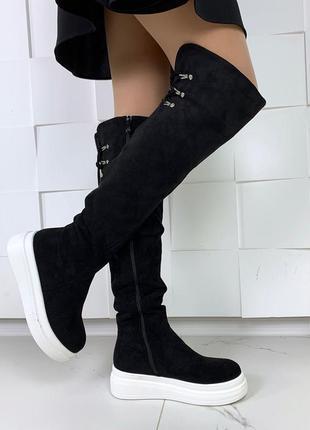 Замшевые сапоги ботфорты на платформе, высокие чёрные ботфорты.