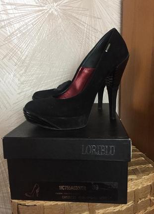Итальянские замшевые туфли loriblu