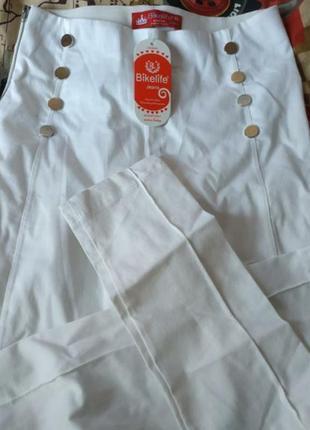 Джегинсы, размер с,белые штаны, качество супер.