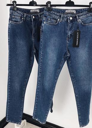Женские мом джинсы