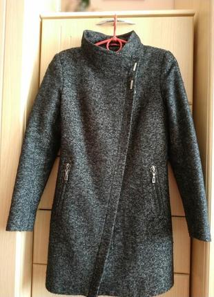 Пальто на утепленій підкладі.