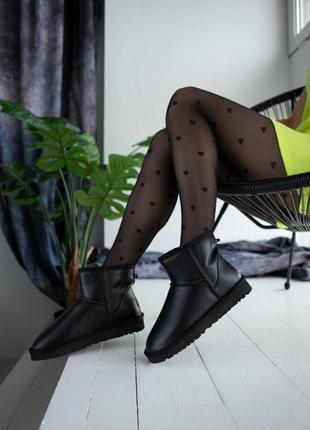 Шикарные женские кожаные зимние угги/ сапоги ugg classic mini leather black 😍 (с мехом)
